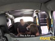 Une insatiable se fait durement baiser dans sun taxi