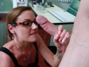 Samantha Ryan suce son collègue au bureau