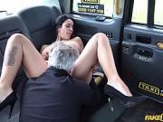 Alice Judge enculée par un chauffeur de taxi