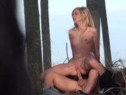 Couple amateur baise en forêt