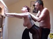 Casting hot d'une anglaise rousse tatouée défoncée en...