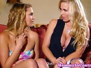 Deux blondasses se font baiser par un mec