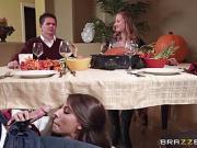 Madison Ivy suce son chéri sous la table